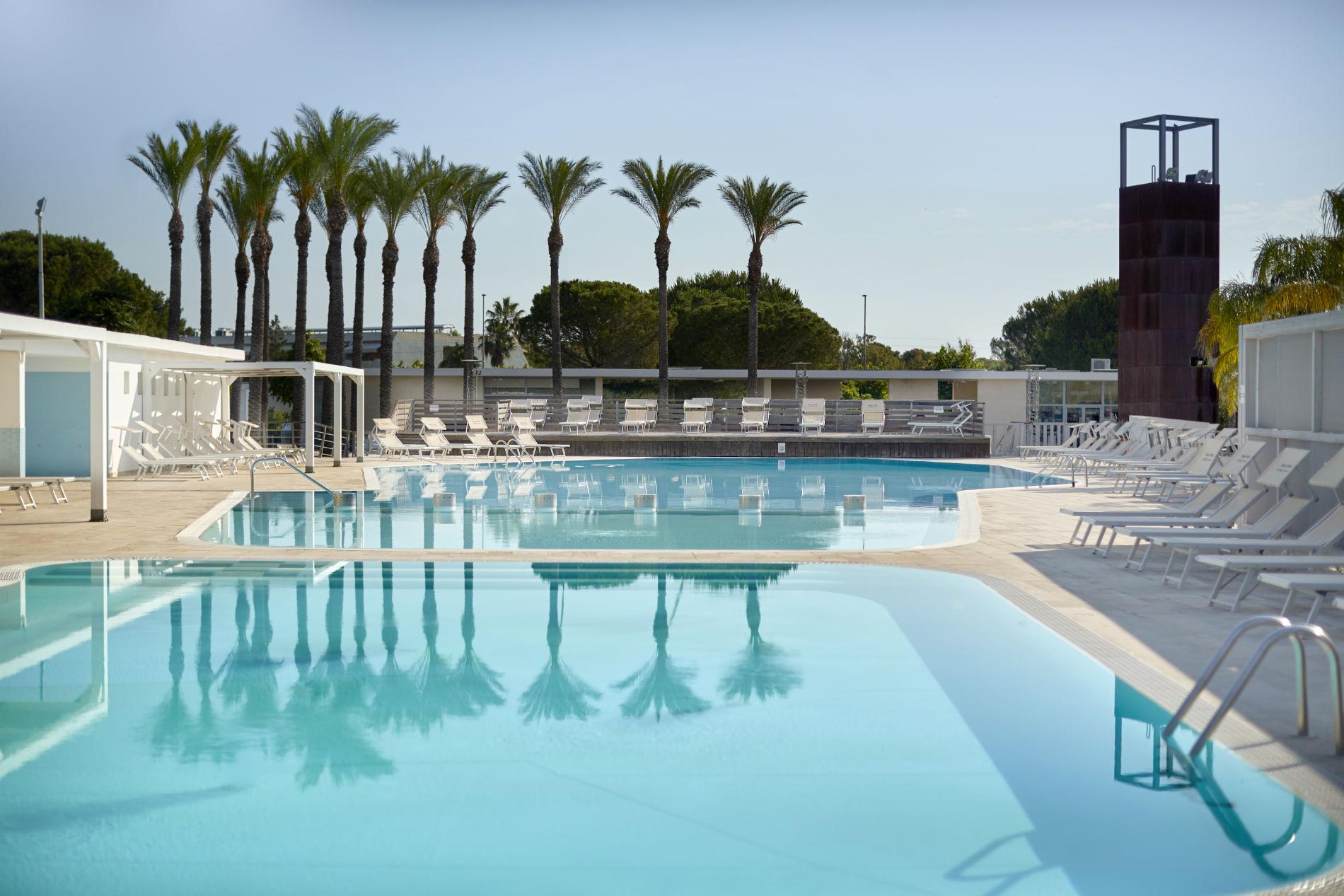 magna grecia village piscina