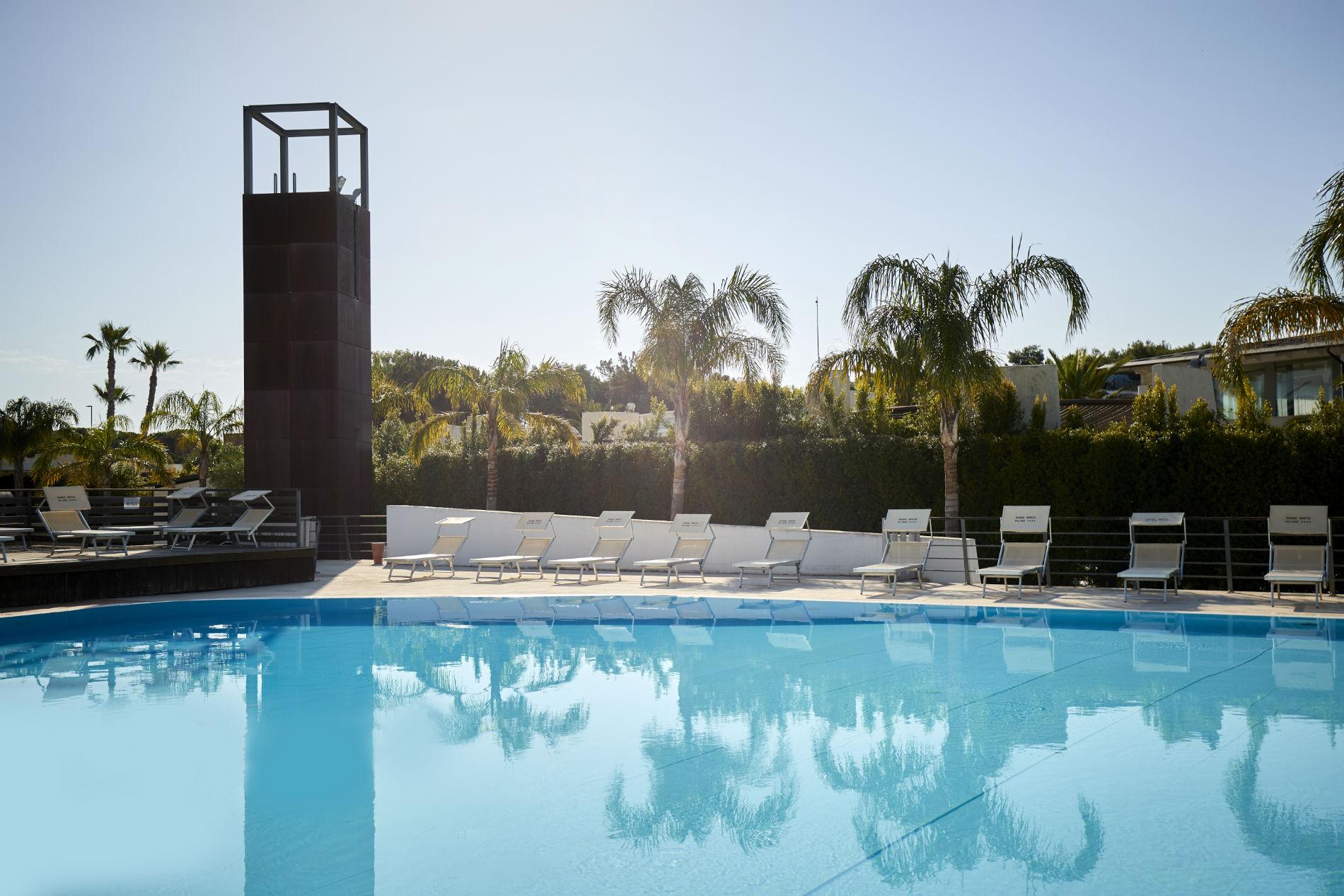 magna grecia village servizi piscina